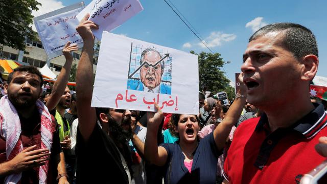 Didesak Demonstran, PM Yordania Mengundurkan Diri (135061)