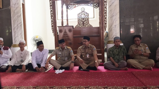 Sandi di Masjid Al Makmuriyah, Pulau Pramuka