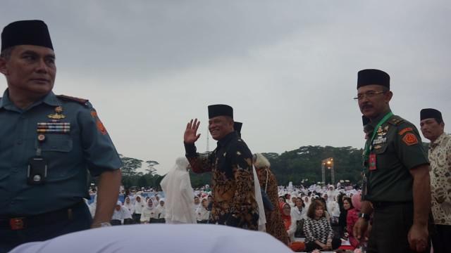 Momen Jokowi Bersalaman dengan Gatot saat Buka Puasa di Mabes TNI (1495940)