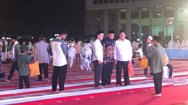 Momen Jokowi Bersalaman dengan Gatot saat Buka Puasa di Mabes TNI (1495941)