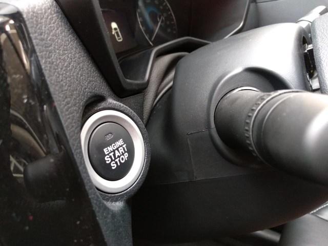 Cara Hidupkan Mesin Ketika Baterai Kunci Keyless Lemah  (345242)