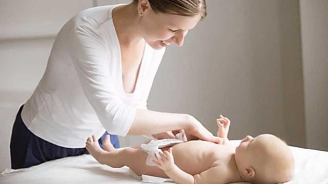 Pijat I Love You Atasi Sembelit pada Bayi, Efektifkah? (15436)