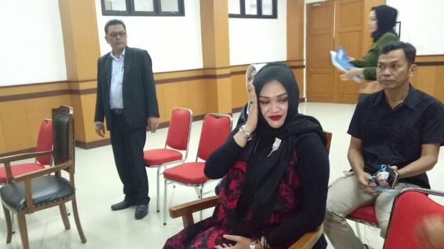 Lina, istri Sule, di Pengadilan Agama Cimahi