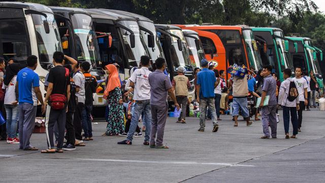 Ongkos Ganti Oli Bus Setara Uang Muka Honda BeAT!  (123592)