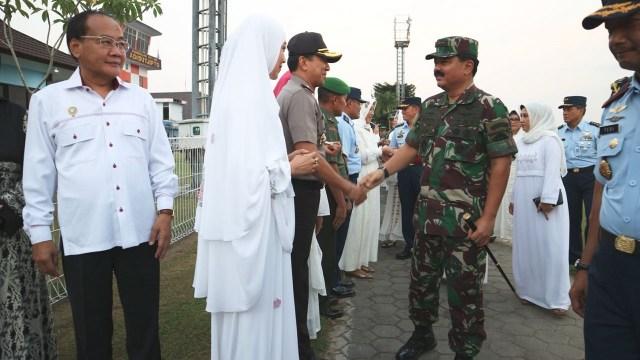 Panglima TNI: Babinsa-Bhabinkamtibmas Harus Bersatu Cegah Radikalisme (111242)