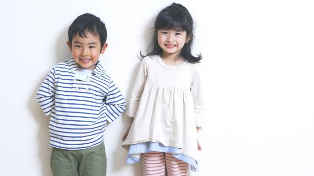 Ilustrasi Anak Pakai Baju Sendiri