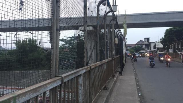 Ternyata Ada 2 Insiden Pelemparan Batu ke Mobil di Tol Cikampek (875550)
