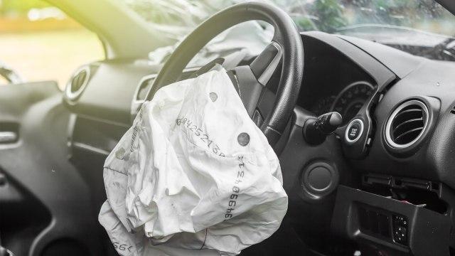 Jangan Sandarkan Kaki di Dashboard Mobil  (397736)