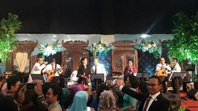 Liputan Bareng Pak Menhub, Pergi ke Resepsi Pernikahan Anak Mensesneg (303836)