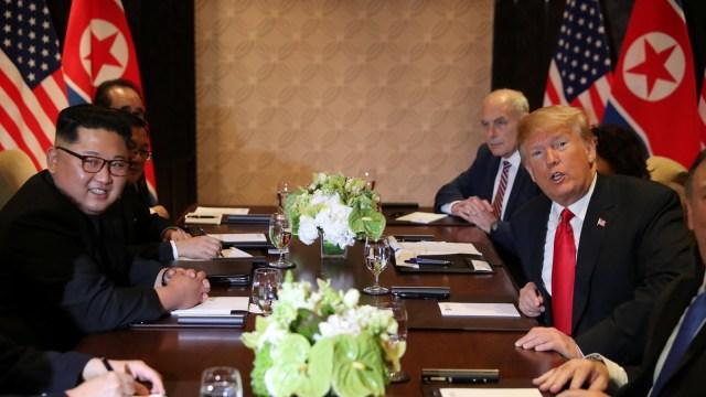 Kim dan Trum melakukan pertemuan tertutup.