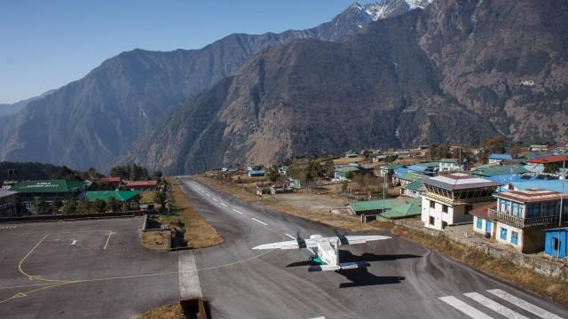 Lukla Nepal Airport, Bandara Paling Berbahaya di Dunia | kumparan.com