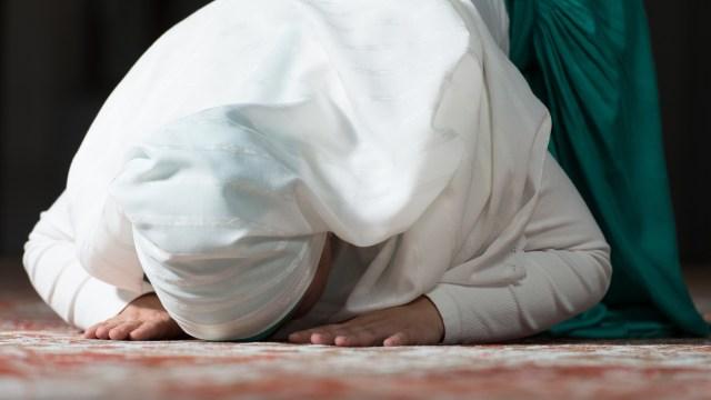 Ilustrasi Muslimah Salat