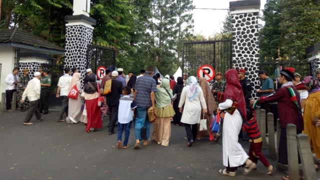 Jokowi dan Warga Bogor Salat Id di Kebun Raya (8627)