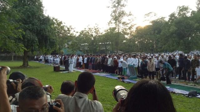 Jokowi dan Warga Bogor Salat Id di Kebun Raya (8626)