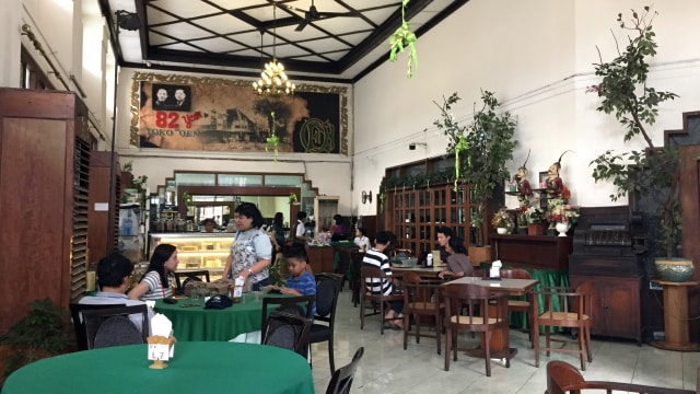 7 Restoran Tertua di Indonesia, Ada yang Masih Bertahan Meski Sudah 100 Tahun! (174359)