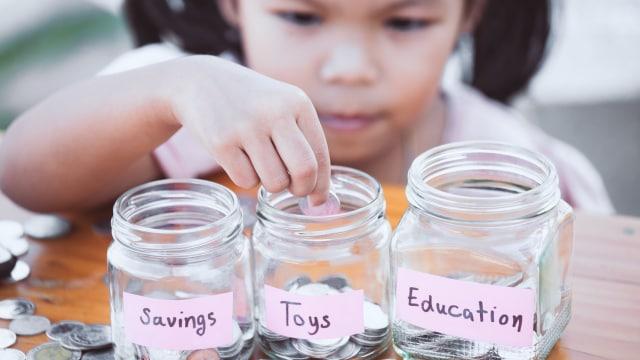 Kiat Ajarkan Anak Agar Tidak Boros | kumparan.com