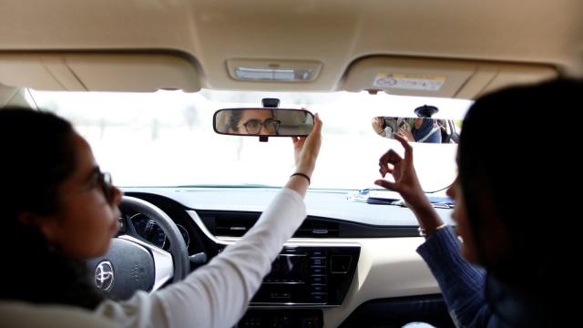 Perempuan Saudi latihan mengemudi