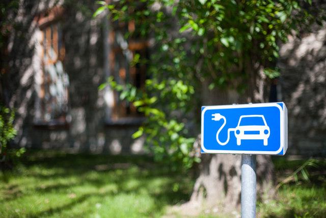 com-Ilustrasi Tempat Pengisian Mobil Listrik