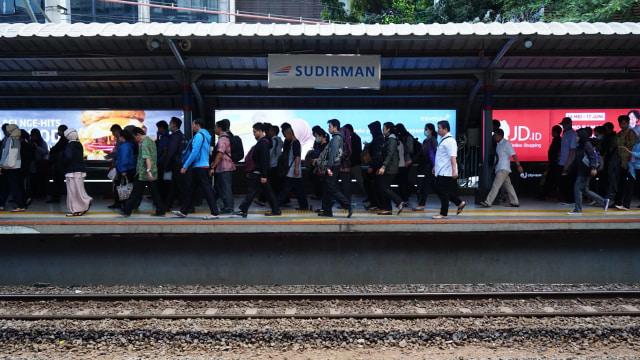 Kepadatan di Stasiun Sudirman