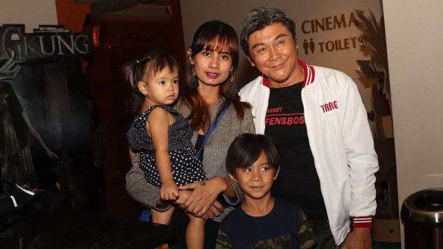 Willy Dozan bersama istri dan anak