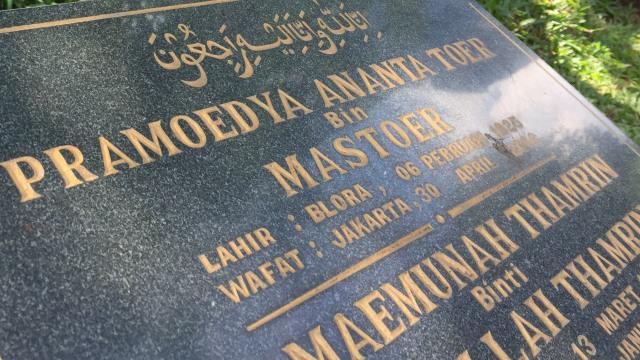 Makam Pramoedya Ananta Toer di Karet Bivak