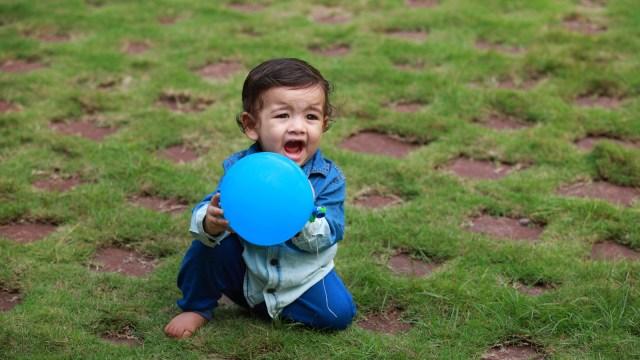 Bayi Bermain Balon