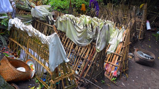 7 Ritual Pemakaman Terunik di Indonesia, Ngaben hingga Brobosan (4)