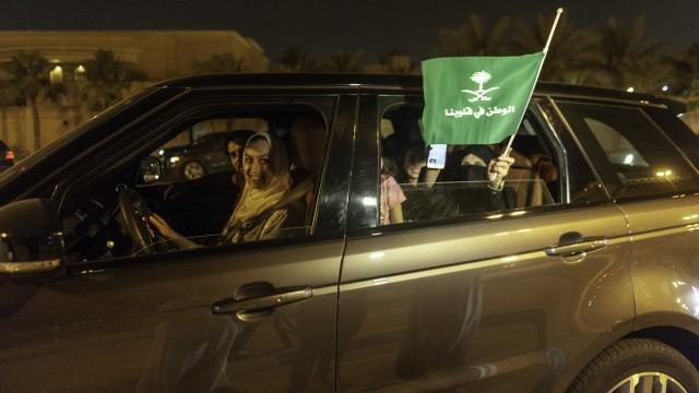 Kegembiraan Perempuan di Arab Saudi yang Kini Boleh Mengemudi (394694)