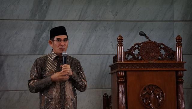 Penahanan Jumhur Hidayat Ditangguhkan, Hamdan Zoelva-Rizal Ramli Jadi Penjamin (1)