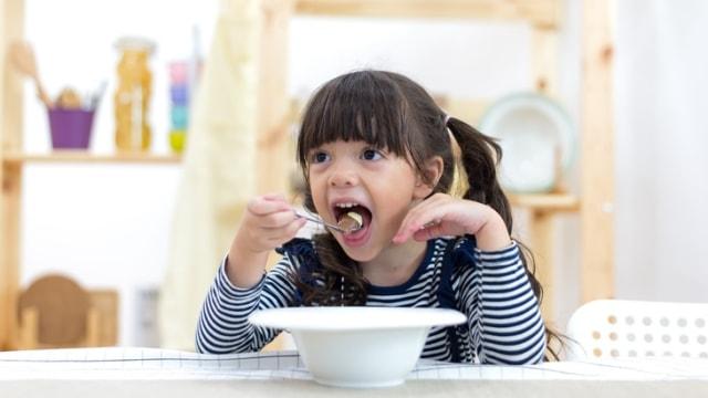 Bolehkah Susu Formula Gantikan Porsi Makan Anak? Ini Kata Dokter (179588)