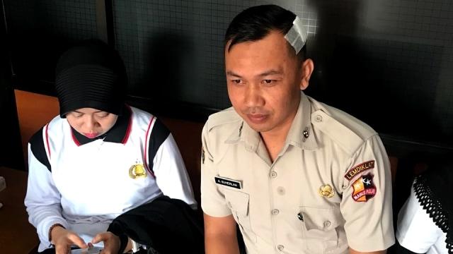 Perwira Polisi Berpangkat Kombes Pukul 7 Anak Buahnya Pakai Helm (3940)