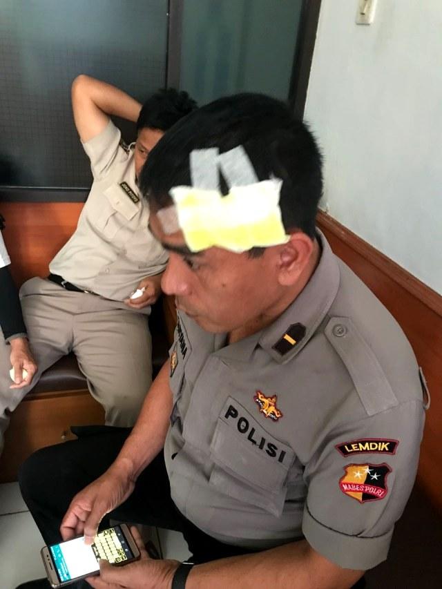 Perwira Polisi Berpangkat Kombes Pukul 7 Anak Buahnya Pakai Helm (3939)
