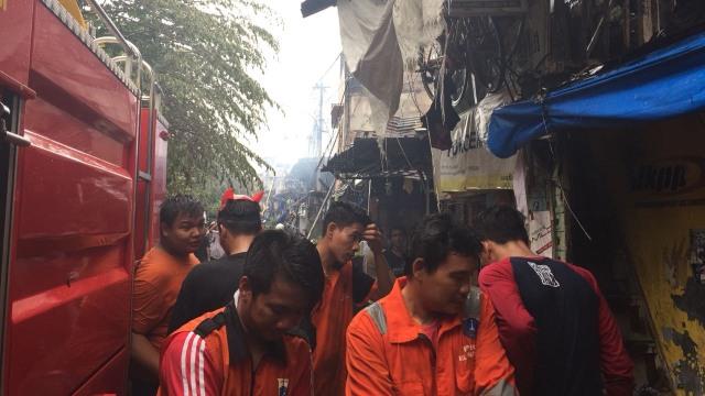 100 Rumah Hangus Akibat Kebakaran di Johar Baru (31351)