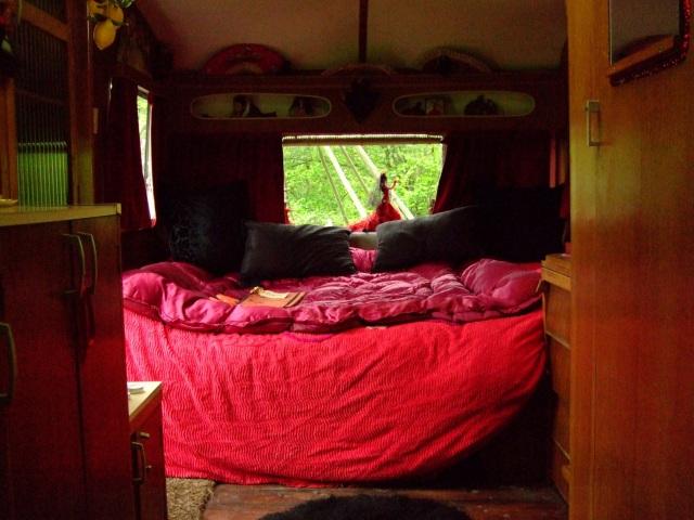 Ilustrasi Kamar di Caravan