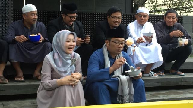 Ridwan Kamil & istri sarapan bubur
