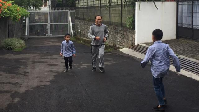 Sudrajat Ajak Cucu Lari Pagi hingga Emil Makan Bubur Sebelum Nyoblos (218266)