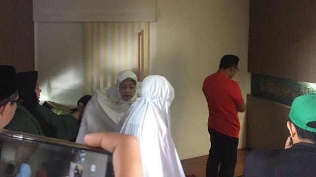 Jelang Nyoblos, Ridwan Kamil Salat Duha dan Sungkem ke Orang Tua (719054)