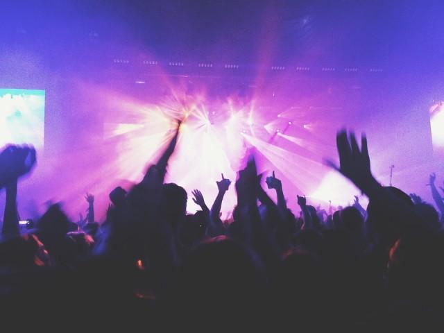 Dunia Gemerlap Malam: Cerita Pelajar SMA Mengenal Clubbing (750414)