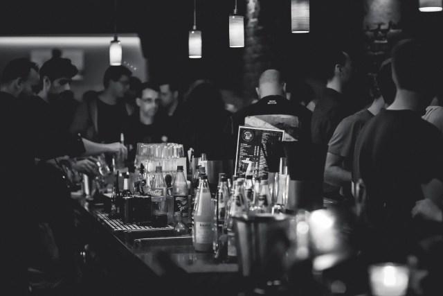 Dunia Gemerlap Malam: Cerita Pelajar SMA Mengenal Clubbing (750415)