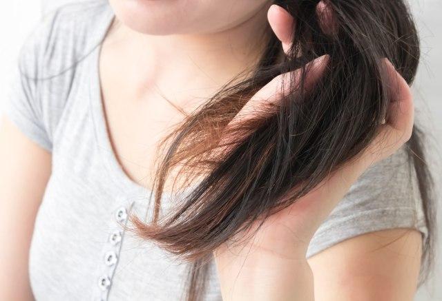 ilustrasi rambut tebal sebagai tanda hamil