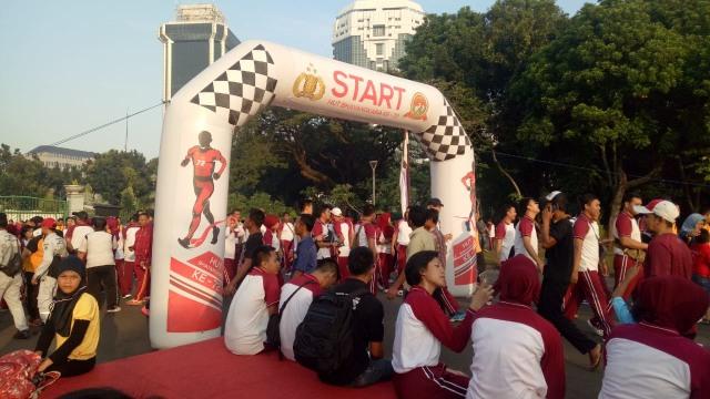 Polri Gelar Jalan Santai Peringati Hari Ulang Tahun ke-72 Bhayangkara (23)