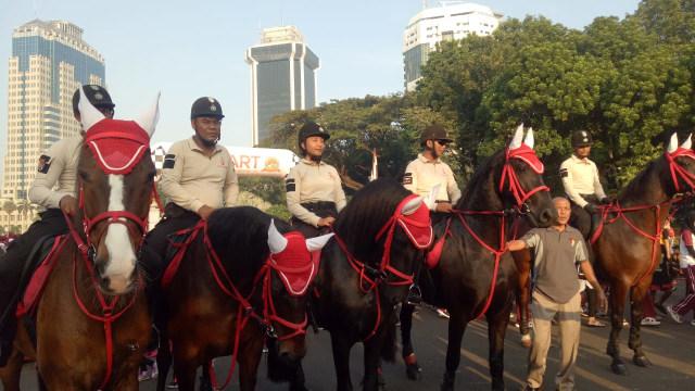 Polri Gelar Jalan Santai Peringati Hari Ulang Tahun ke-72 Bhayangkara (24)