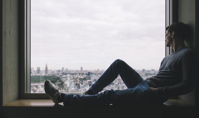 Tips Bebas Dari Rasa Kesepian Di Malam Hari Seorang Diri