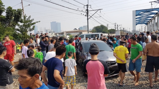Antisipasi Mesin Mobil Mati Mendadak Ketika Lewat Rel Kereta (56922)