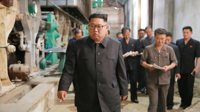 Kim Jong Un di Sinuiju Textile Mill