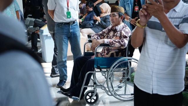 Jenazah Gatot Brajamusti Dibawa Keluarga ke Sukabumi (450847)