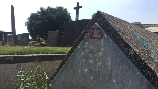 Mengunjungi Makam Yahudi di Petamburan  (76531)