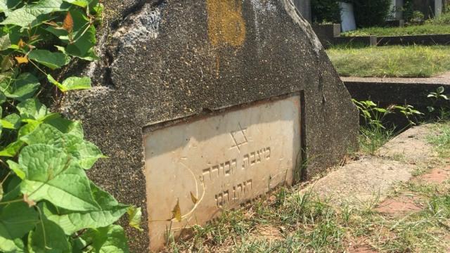 Mengunjungi Makam Yahudi di Petamburan  (76533)