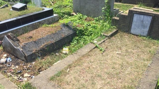 Mengunjungi Makam Yahudi di Petamburan  (76532)