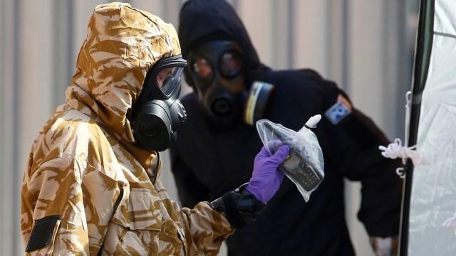 Petugas amankan rumah 2 warga yang terpapar racun novichok di Inggris.